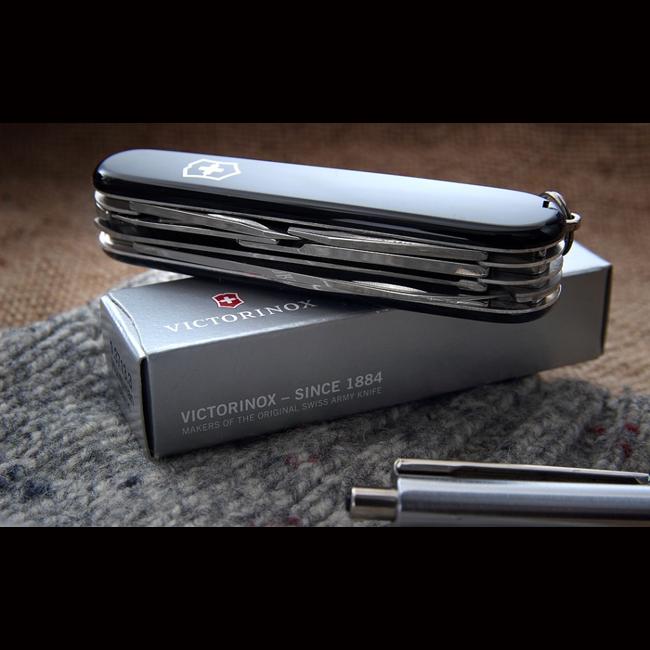 Нож Victorinox Huntsman 1.3713.3